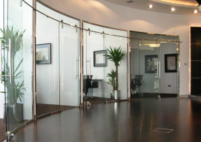 PRIVATE OFFICE AT SHEIKH ZAYED ROAD, DUBAI – CURVED OFFICE PARTITIONS / SLIDING DOORS