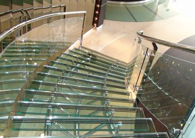 PRIVATE OFFICE AT SHEIKH ZAYED ROAD, DUBAI - CURVED STAIRCASE